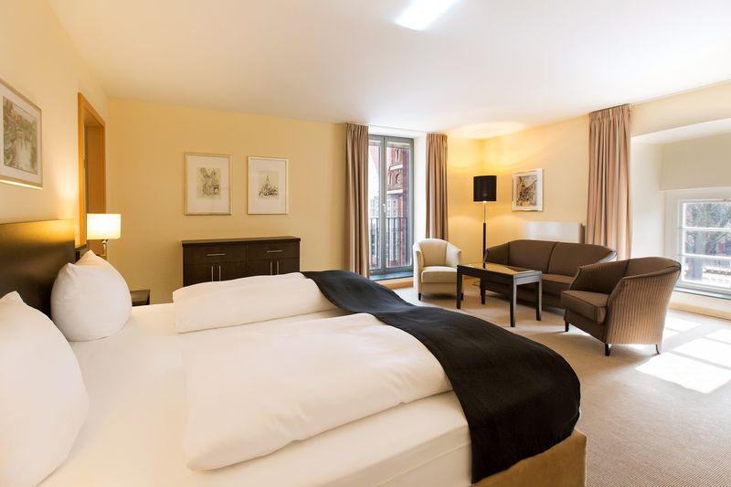 DORMERO Hotel Altes Kaufhaus Lueneburg Junior Suite 01